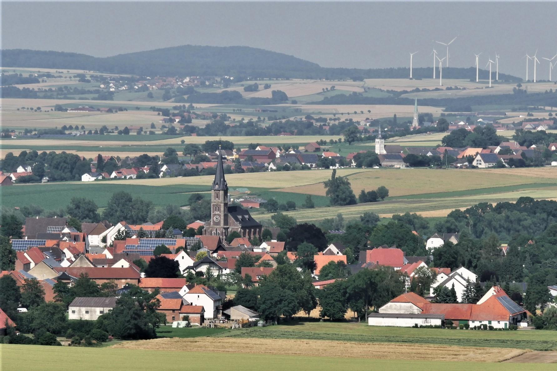 Blick vom Desenberg auf das Bördeland.